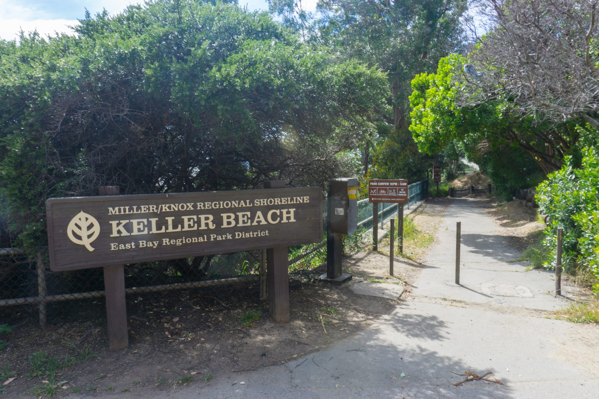Sign Keller Beach with paved entry trail