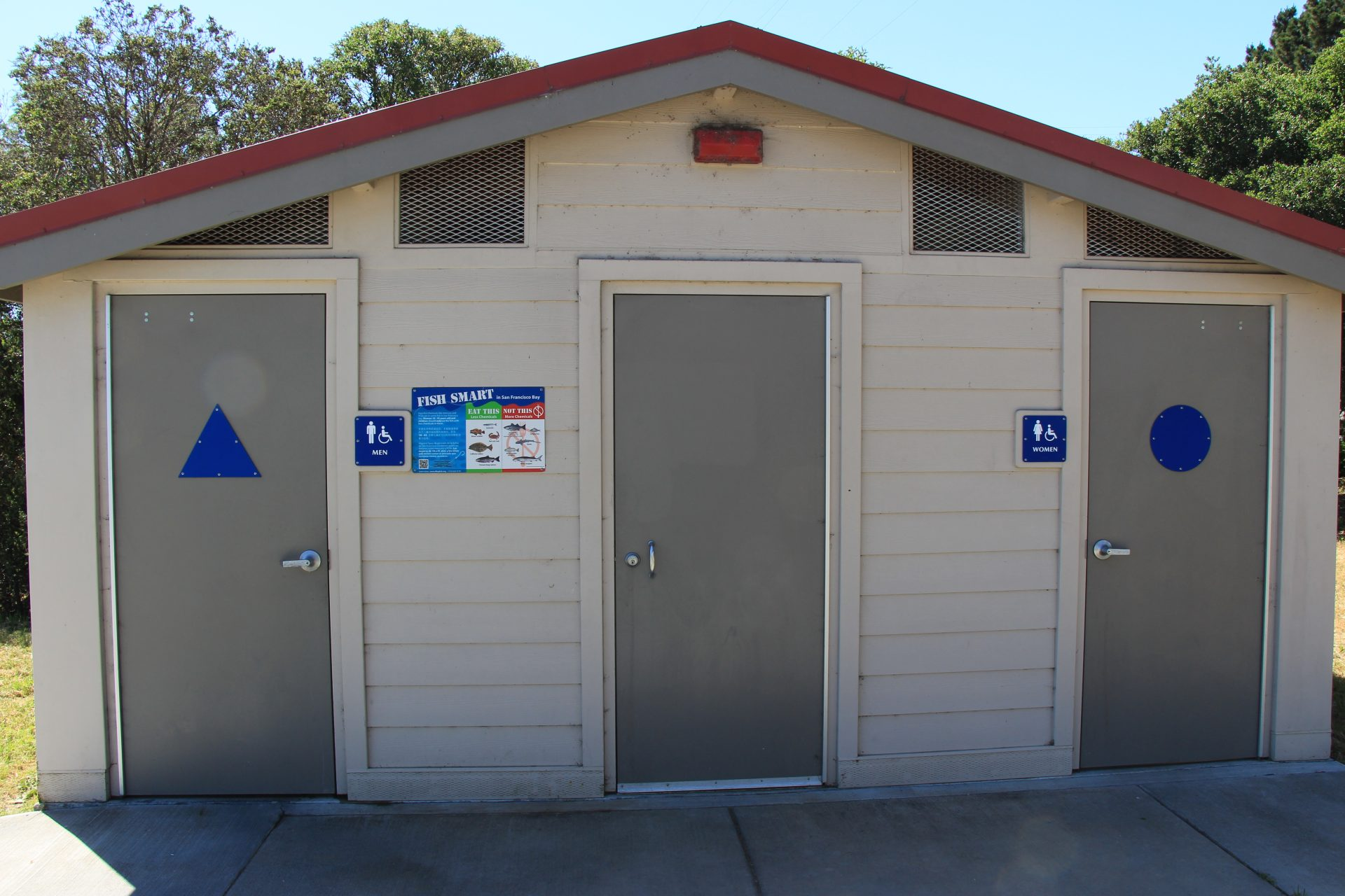 Building with two bathrooms
