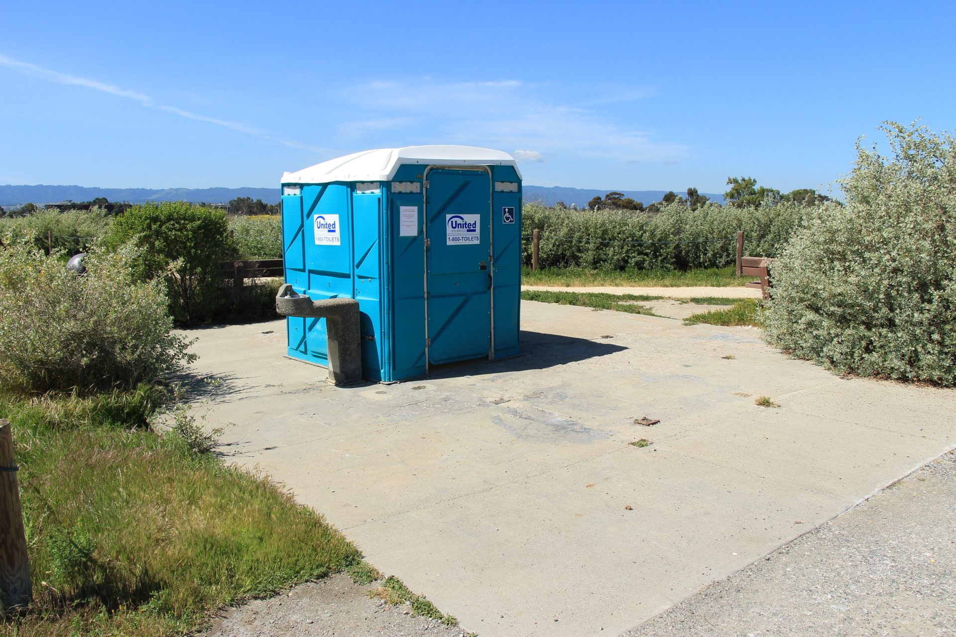 Accessible portable toilet, with drinking fountain next to it
